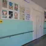 поручни в коридоре школы